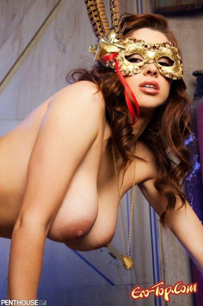 Голая Sabrina Maree в маске
