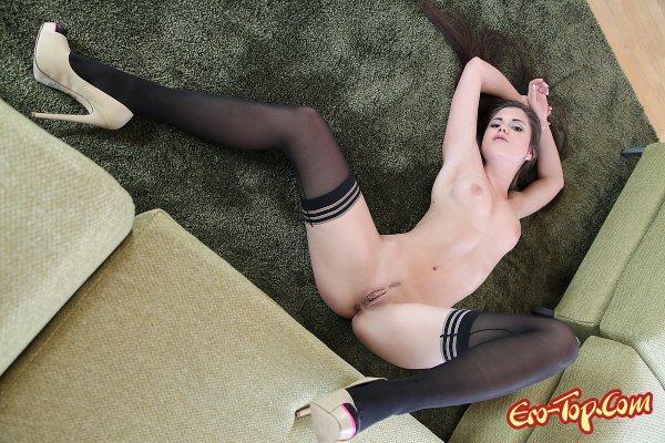 Киска Little Caprice  Эротика. Смотреть фото красивых голых девушек бесплатно