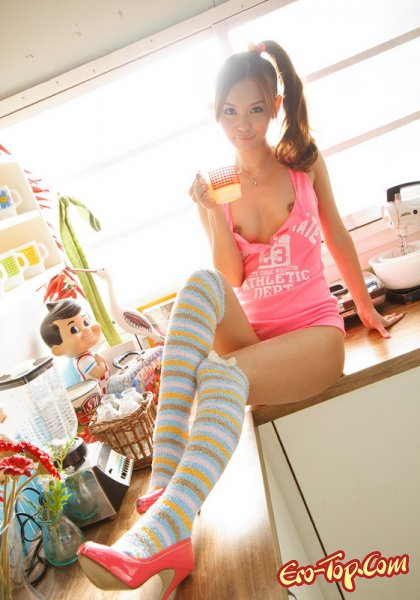 Сладкая азиатсая девушка - эротические фото